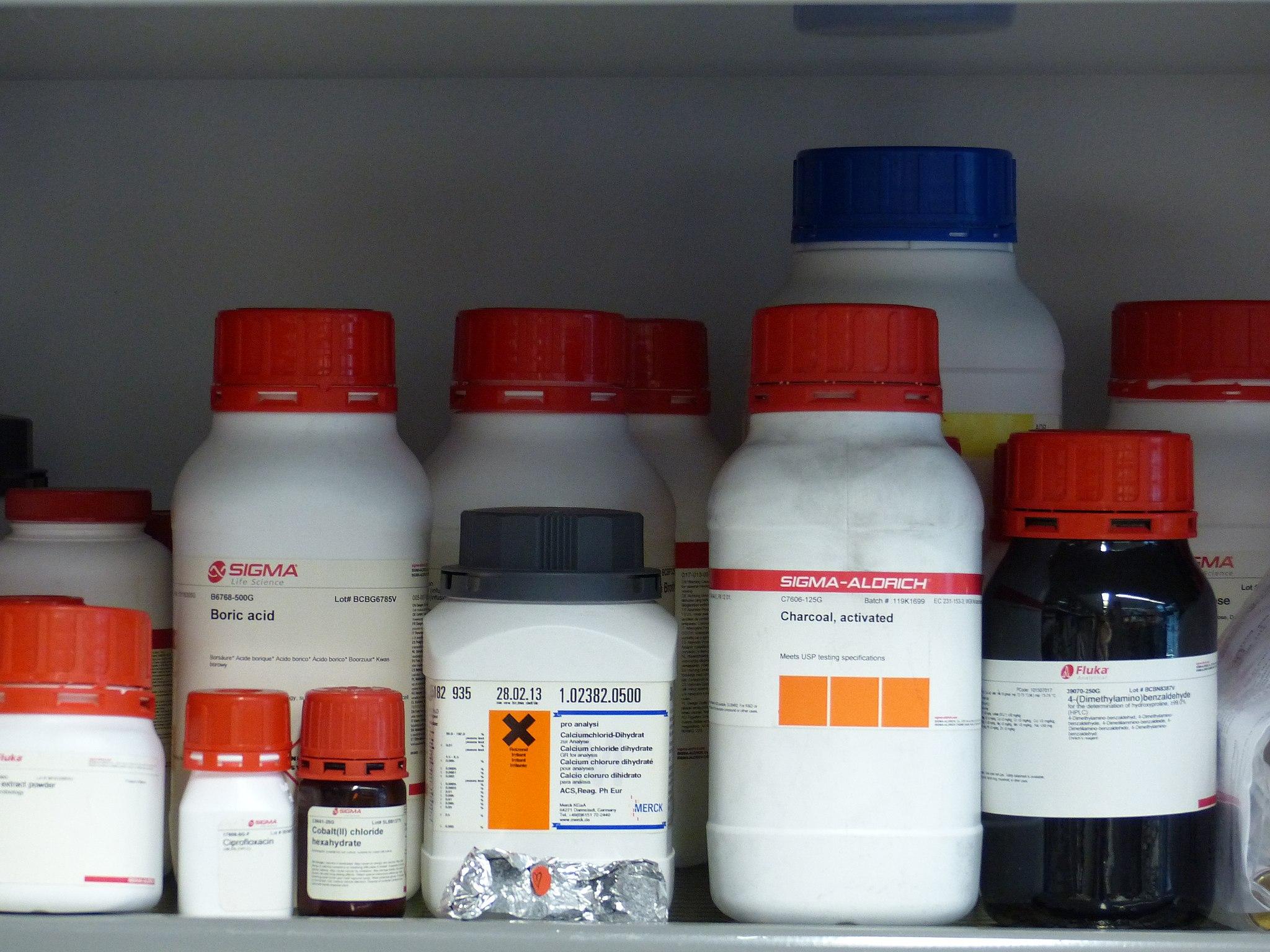 مواد شيميايي آزمايشگاهي